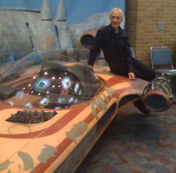 Anthony Daniels with the Landspeeder