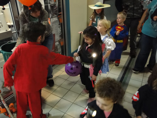GHOSTBUSTERS HALLOWEEN BELKNAP MALL